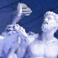 pomnik Prometeusza z orłem