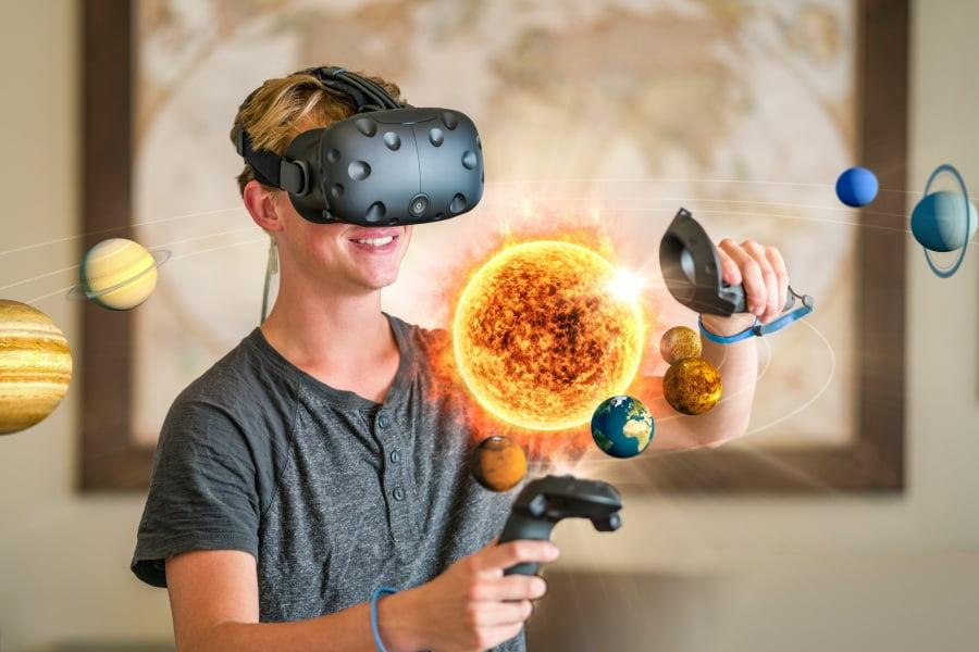 Technologie VR i AR – czym się różnią, do czego można je wykorzystać?