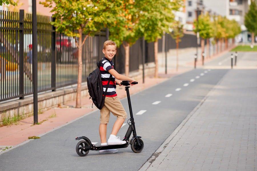 Jazda na hulajnodze – przepisy, gdzie można jeździć?