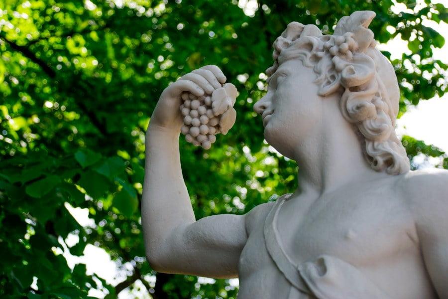 Na czym polegały Wielkie i Małe Dionizje? Mit o Dionizosie