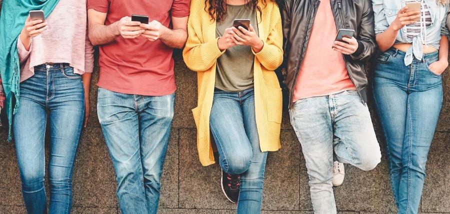 #hot16challenge i inne łańcuszki w internecie. Jak działają i kto na nich korzysta?