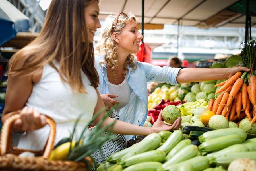 Ekonomia społeczna. Czy lepiej kupować tanio, czy dbać o lokalny rynek?