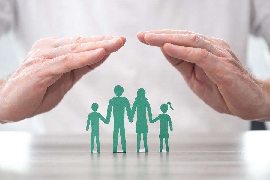 Pomoc potrzebującym. Co lepsze – wsparcie finansowe czy zawodowe?