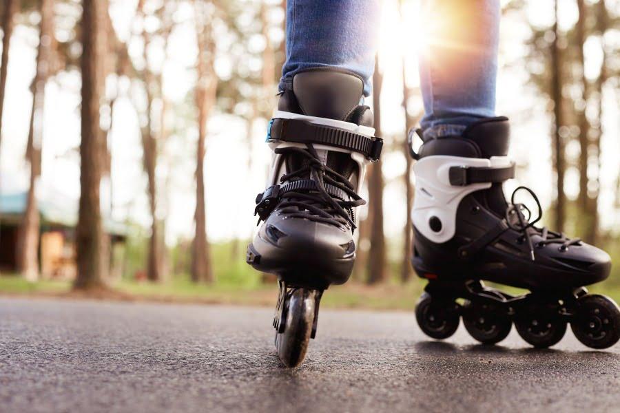 Jazda na rolkach – jak wybrać sprzęt dla początkujących