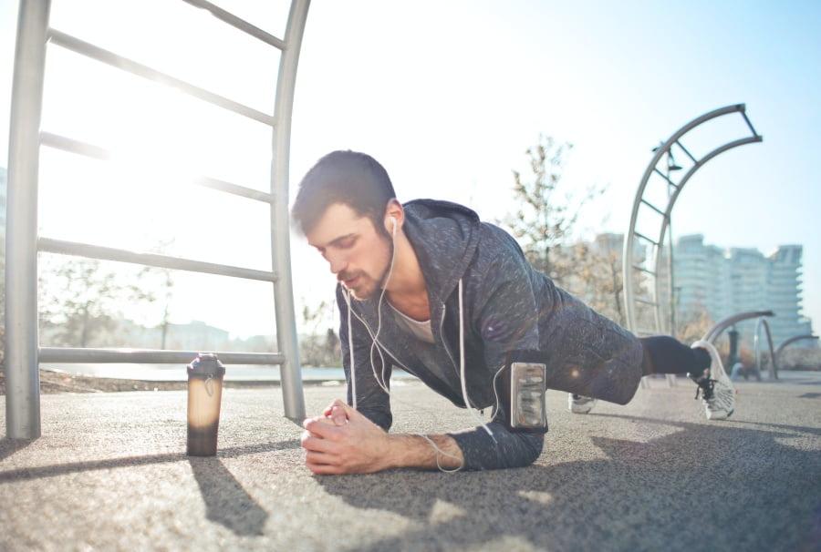 Jak wyrzeźbić sześciopak – ćwiczenia na brzuch
