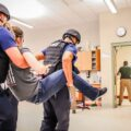 akcja policyjna w szkole, wynoszenie napatsnika