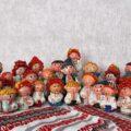 figurki postaci ubranych w ukraińskie stroje narodowe