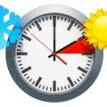 Zegar z czasem zimowym i letnim, zmiana czasu
